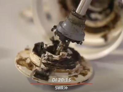 """zeigen in den unzugänglichen Innenräumen deutliche Hygienemängel (© Foto: SWR [Screenshot der Sendung """"Marktcheck"""" vom 23. März 2021])"""