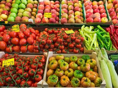 Preisaufschläge werden vom scharfen Wettbewerb zwischen den Handelsunternehmen verhindert (© Foto: Colourbox)