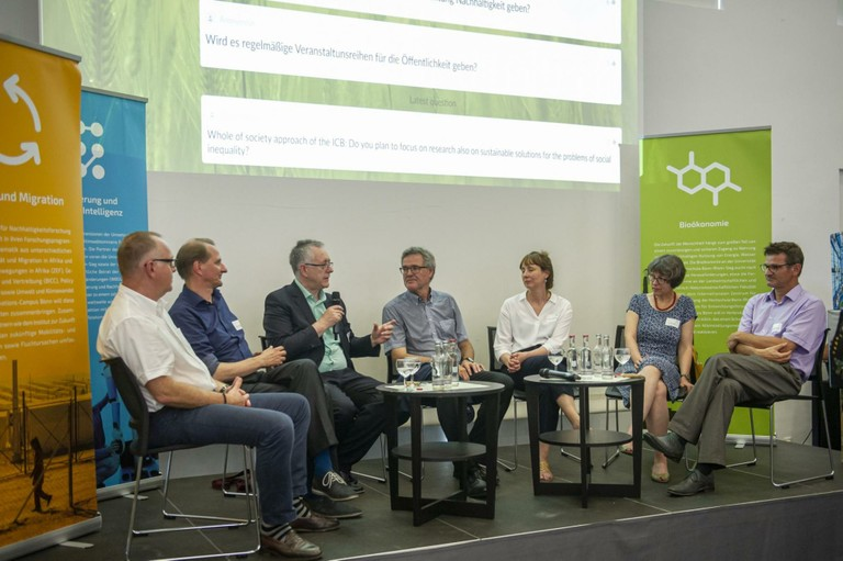 Right click to download: Podiumsdiskussion