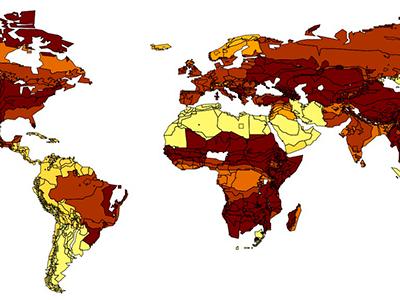 unter der Annahme, dass durch Besteuerung konventioneller Kunststoffe der Anteil von Bioplastik auf fünf Prozent steigt. Je dunkler die Einfärbung, desto stärker ist der Waldverlust. In den am stärksten betroffenen Gebieten geht bis zu einem Prozent der Waldfläche verloren.