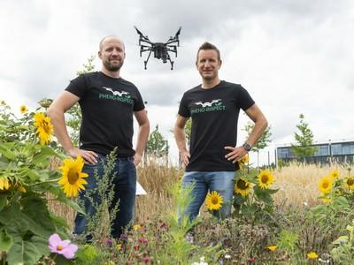 von der Universität Bonn mit einer Drohne, die Pflanzenbestände aus der Vogelperspektive aufnimmt. (© Foto: Barbara Frommann / Uni Bonn)
