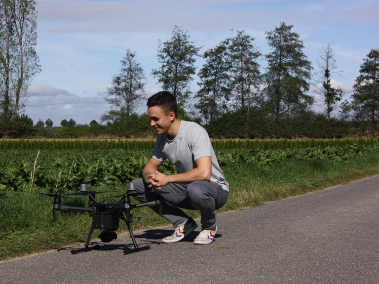 Right click to download: Mit der Drohne ins Feld:
