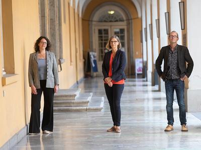 Prof. Dr. Astrid Kiendler-Scharr, Prof. Dr. Susanne Crewell and Prof. Dr. Jürgen Kusche. (© Foto: Barbara Frommann / Uni Bonn)